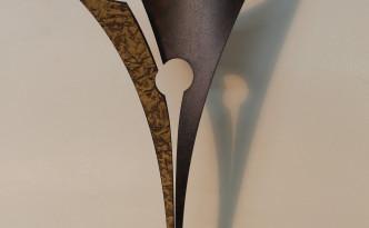escultura realitzada amb ferro de format 385 x 185 x 125 mm.