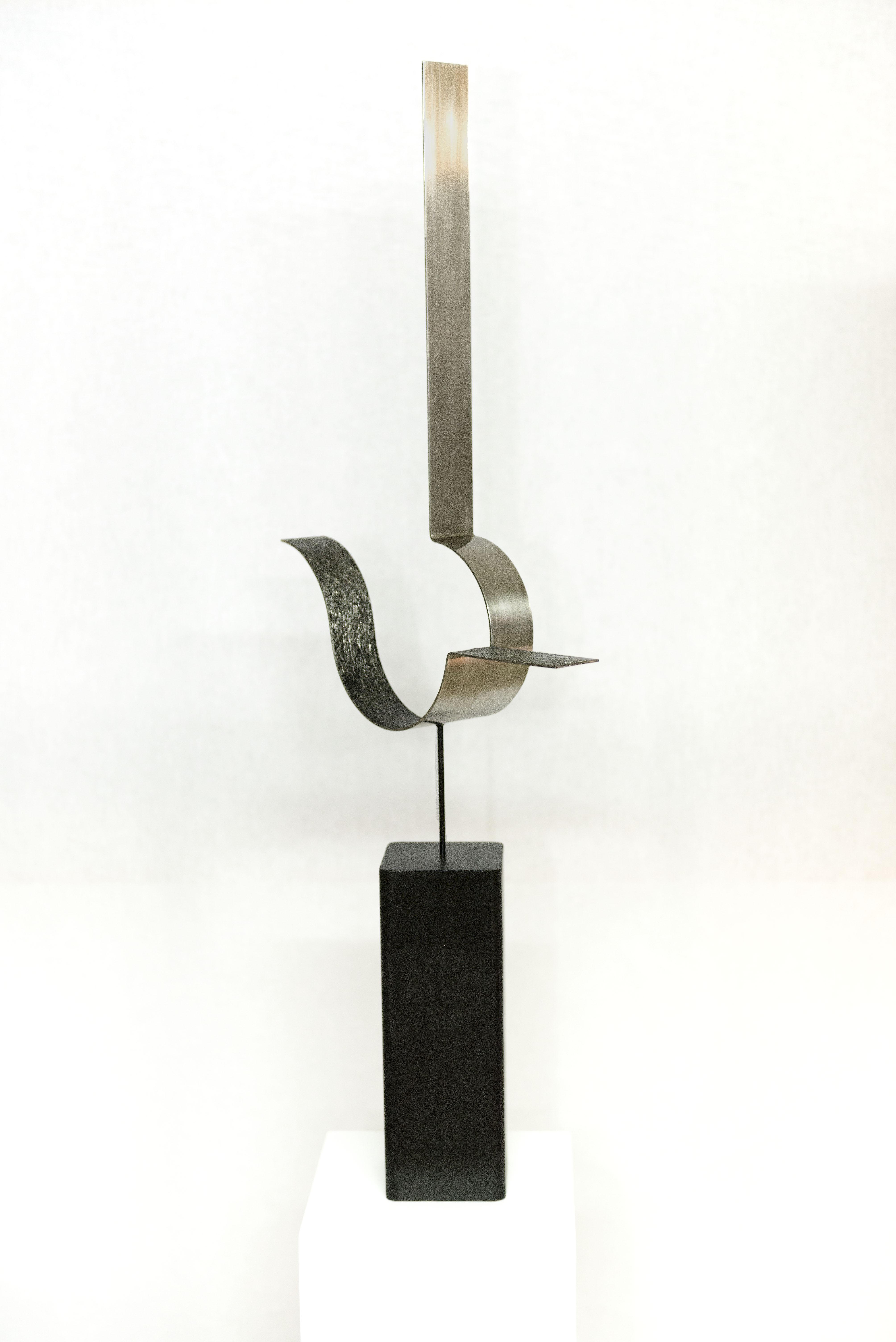 Acero inoxidable y hierro  (92x34x9 cm.)