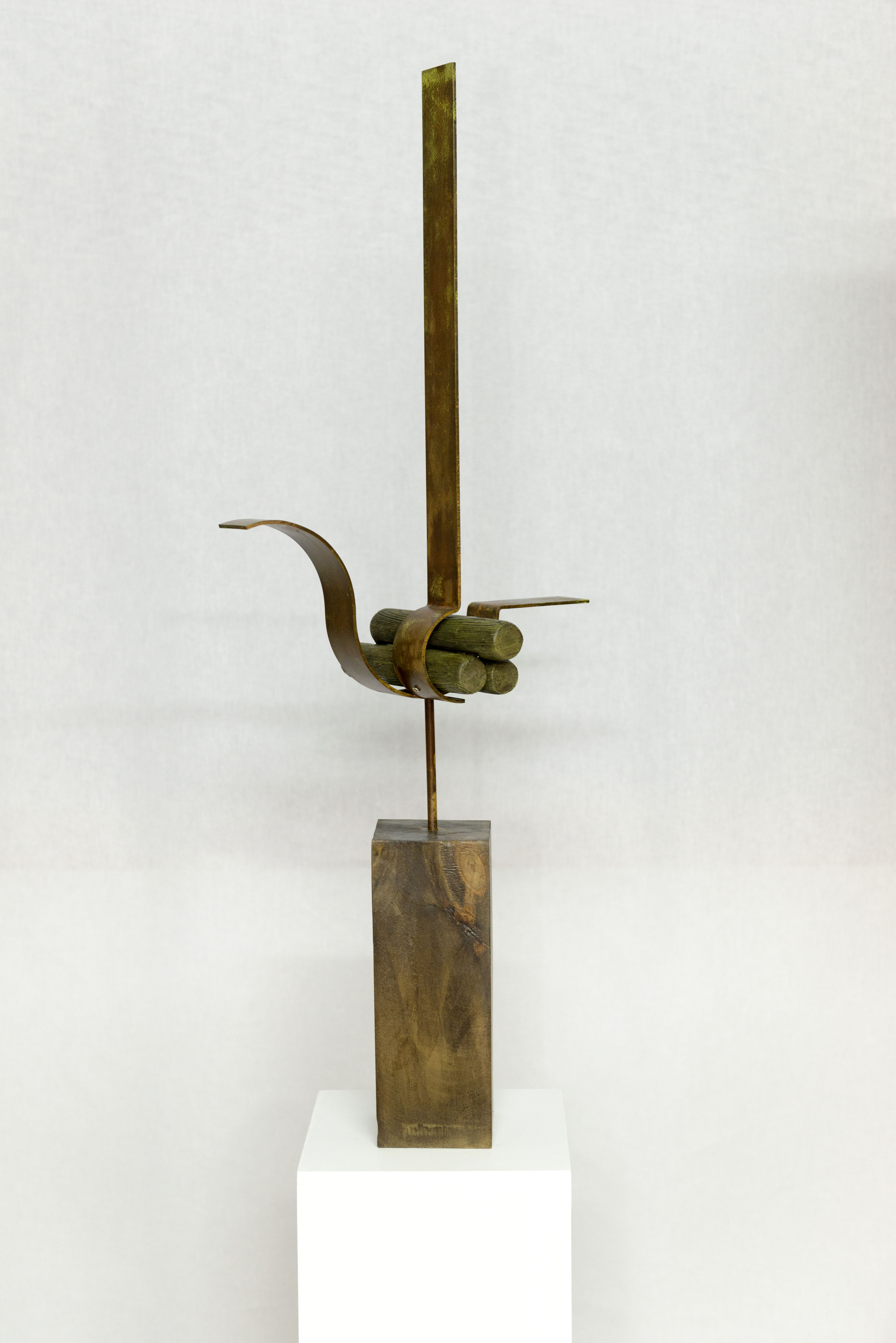 Hierro y madera  (83x30x20 cm.)